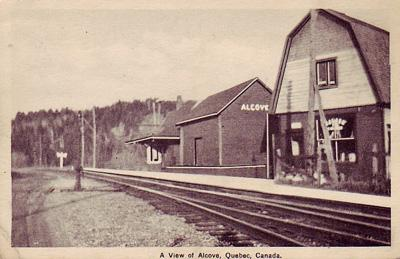 Gare et magasins / Station and stores