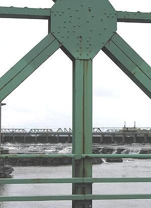 Chutes de la Chaudière, vue du pont de la Chaudière / Chaudière Falls from Chaudière Bridge