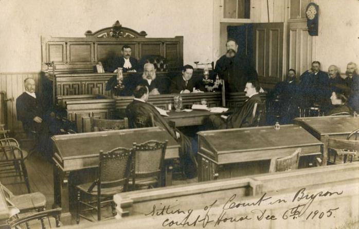 Cours de Bryson v.1905 / Bryson Courthouse, c.1905.  (Collection privée / Private collection)