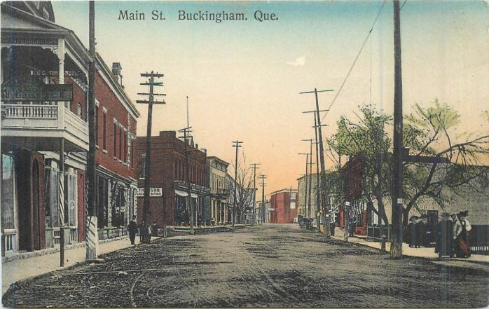 Centreville, Buckingham, vers 1910. Ancienne carte postale. (Collection privée) / Downtown Buckingham, c.1910. Early postcard. (Private collection)