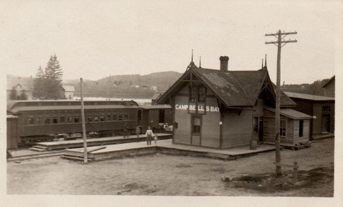 Gare du Canadien Pacifique / Canadian Pacific Railway station, Campbell's Bay, vers / circa 1920