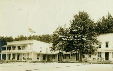 L'hôtel Pontiac / Pontiac Hotel