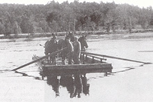 An oar-operated scow, near Farm Point. (Photo - GVHS / Wakefield Revisited)