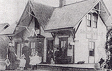 Waiting at the Shawville station, c.1900. (Photo - Pontiac Archives)