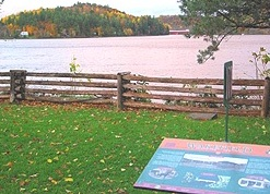 Interpretive plaque overlooking the Gatineau River. (Photo - Matthew Farfan)